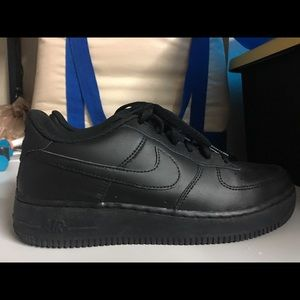 Boys Black Low Top Nike Air Forces Size 7
